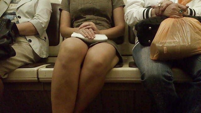 Joven españolas lesvianas xxx mujer adolescente con coño mojado y culo grande SOLO