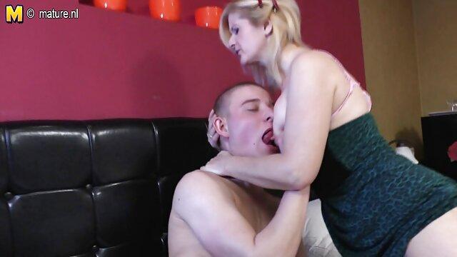 MILF británica dándole un lesvianas españolas maduras placer a su coño