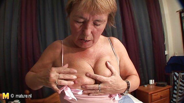 Chica solo video de lesviana en español 18