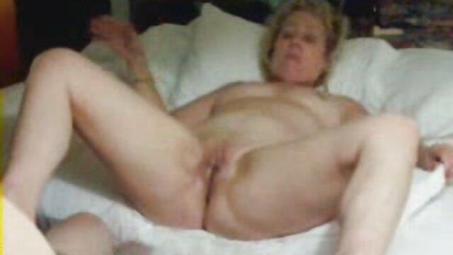 rubia lesvianas españolas xxx caliente en lencería le gusta más el sexo anal que el sexo coño
