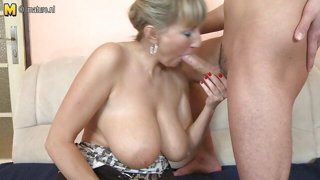 Sexy rubia lesbianas tetas grandes pechos pezones frotando coños videos en español de lesvianas