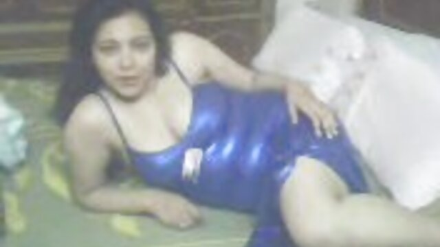 Belleza de 18 años se masturba antes video de lesviana en español de disfrutar de una gran polla