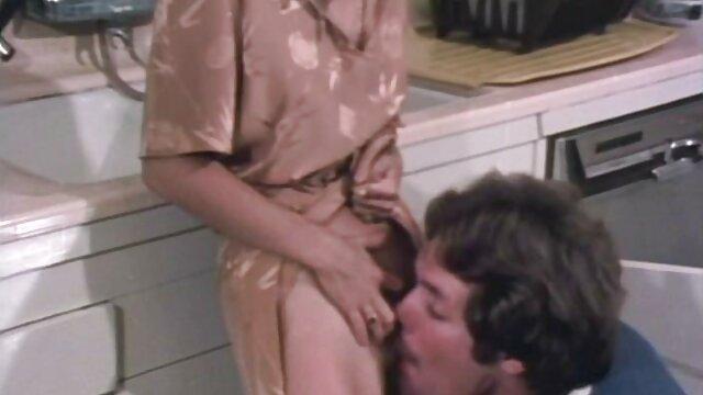 Hottie amateur de tetas pequeñas se masturba y se corre peliculas de lesvianas españolas tres veces