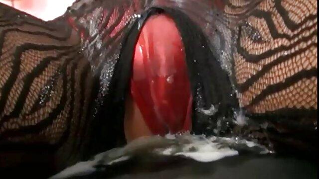 Pantimedias lesvianas españolas follando trabajando con el pie y A la mierda