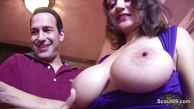 Pamela y Andy comparten un montón de esperma lesviana español en Sperm Swap